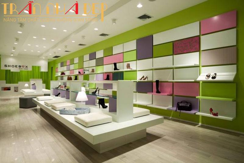 trang trí trần thạch cao cho shop thời trang đẹp long lanh